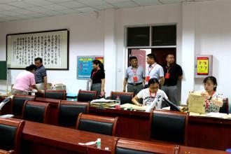 市、区教育局领导到郑州二十九中考点巡视中招工作