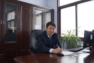 副校长:胡峰(分管德育、后勤、安全工作)